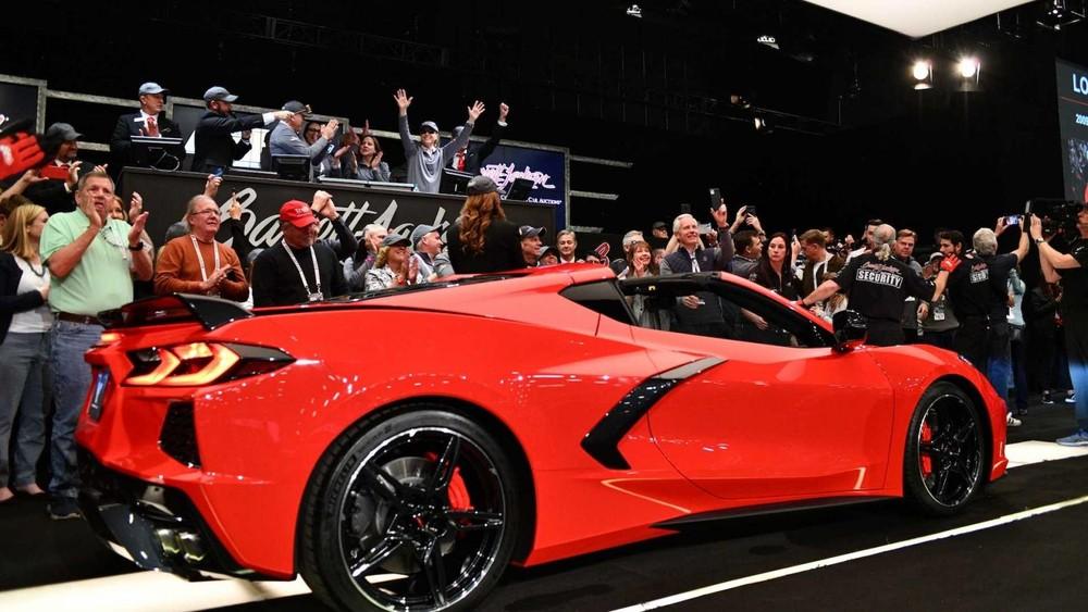 Chevrolet Corvette C8 Stingray 2020 đầu tiên xuất xưởng thuộc phiên bản 3LT đi kèm gói phụ kiện hiệu suất Z51 Performance