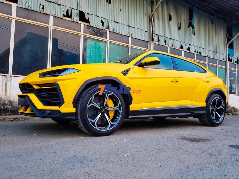 Đây là ngoại hình nguyên bản của chiếc Lamborghini Urus lúc chưa độ Mansory