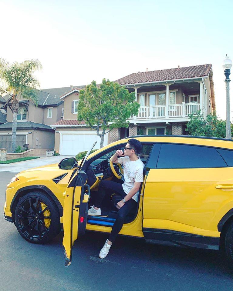Còn đây là chiếc Lamborghini Urus con trai Bầu Hiển chia sẻ lên mạng xã hội vào tháng 6 năm 2019, khi đó xe còn ở Mỹ