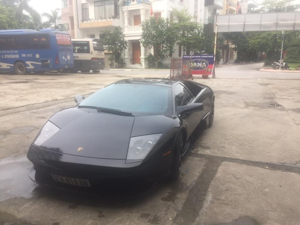 Một chiếc siêu xe Lamborghini Murcielago LP640-4 màu đen của doanh nhân Hải Phòng. Nguyên bản xe có màu xanh cốm.