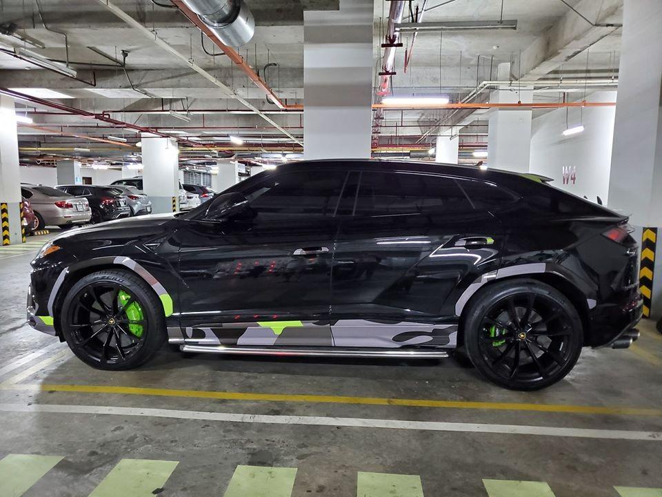 Giới mê xe Việt sửng sốt với một chiếc Lamborghini Urus màu bí ẩn đỗ tại hầm xe ở quận 7