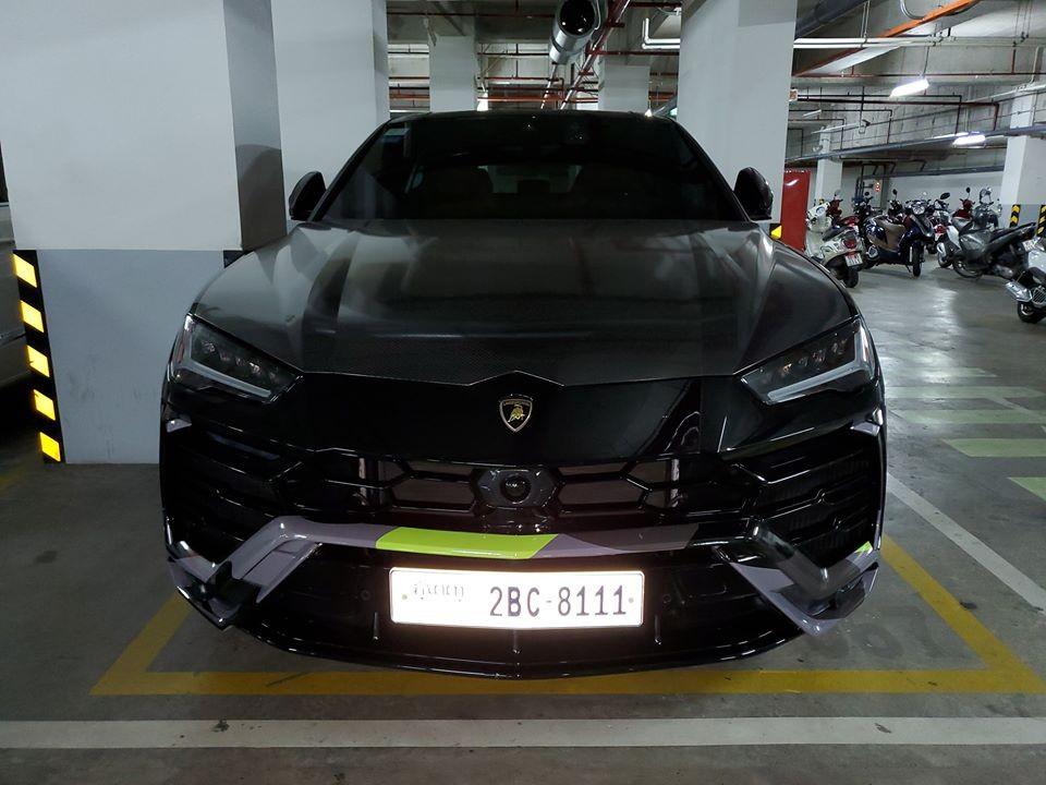 Hoá ra chiếc Lamborghini Urus màu đen này đến từ Campuchia