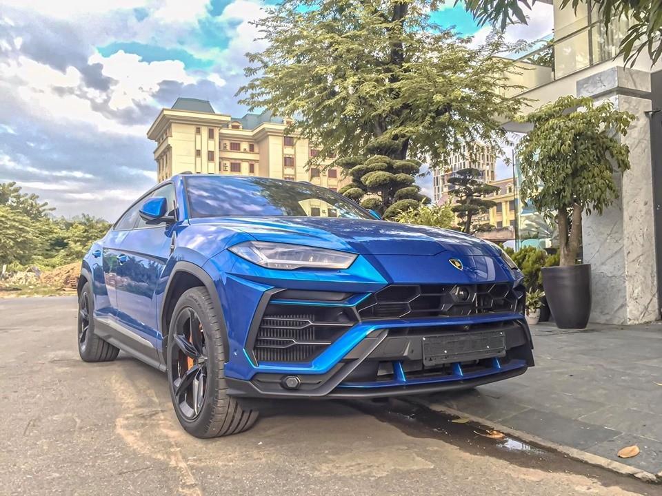 Dòng SUV doanh nhân Hải Phòng có sự phục vụ của một chiếc Lamborghini Urus màu xanh Blu Eleos thuộc diện không có chiếc thứ hai tại dải đất hình chữ S.