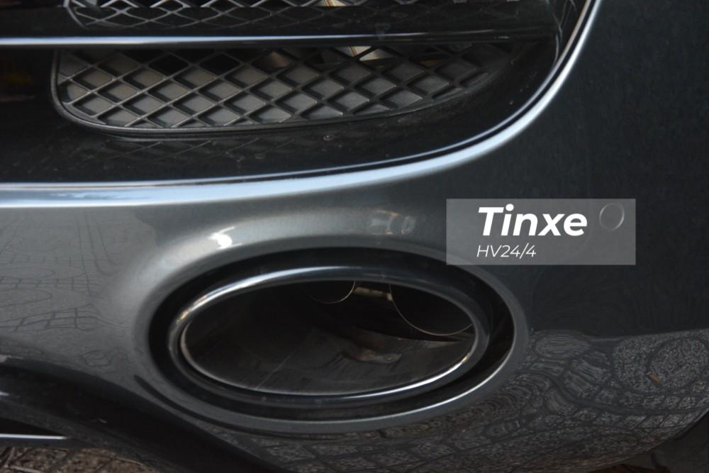 Chủ nhân của chiếc siêu xe Audi R8 sở hữu số sàn độc nhất Việt Nam còn mạnh tay độ lại hệ thống ống xả đến từ thương hiệu Innotech Performance Exhaust (IPE) nhằm mang đến âm thanh mạnh mẽ và ấn tượng hơn rất nhiều so với nguyên bản. Hai ống xả được đặt đối xứng nhau và bao bọc là chụp ống xả thiết kế hình oval.