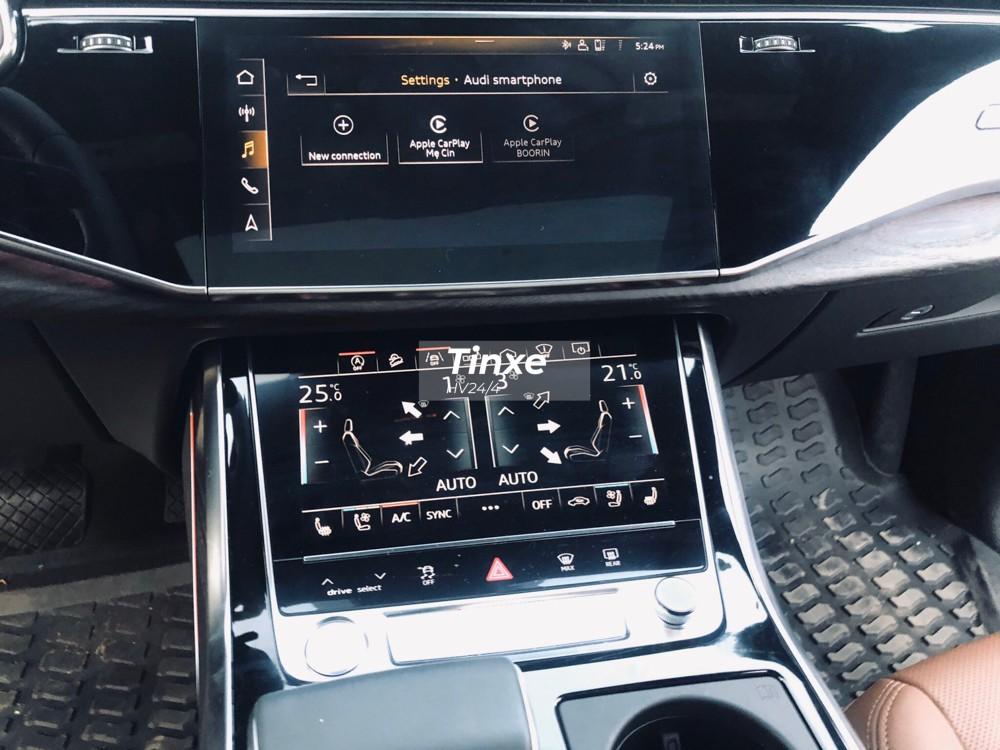 Hệ thống giải trí nổi bật trên SUV hạng sang Audi Q8 2019 bao gồm hai màn hình cảm ứng MMI với màn hình 10,1 inch nằm trên và 8,6 inch nằm dưới.