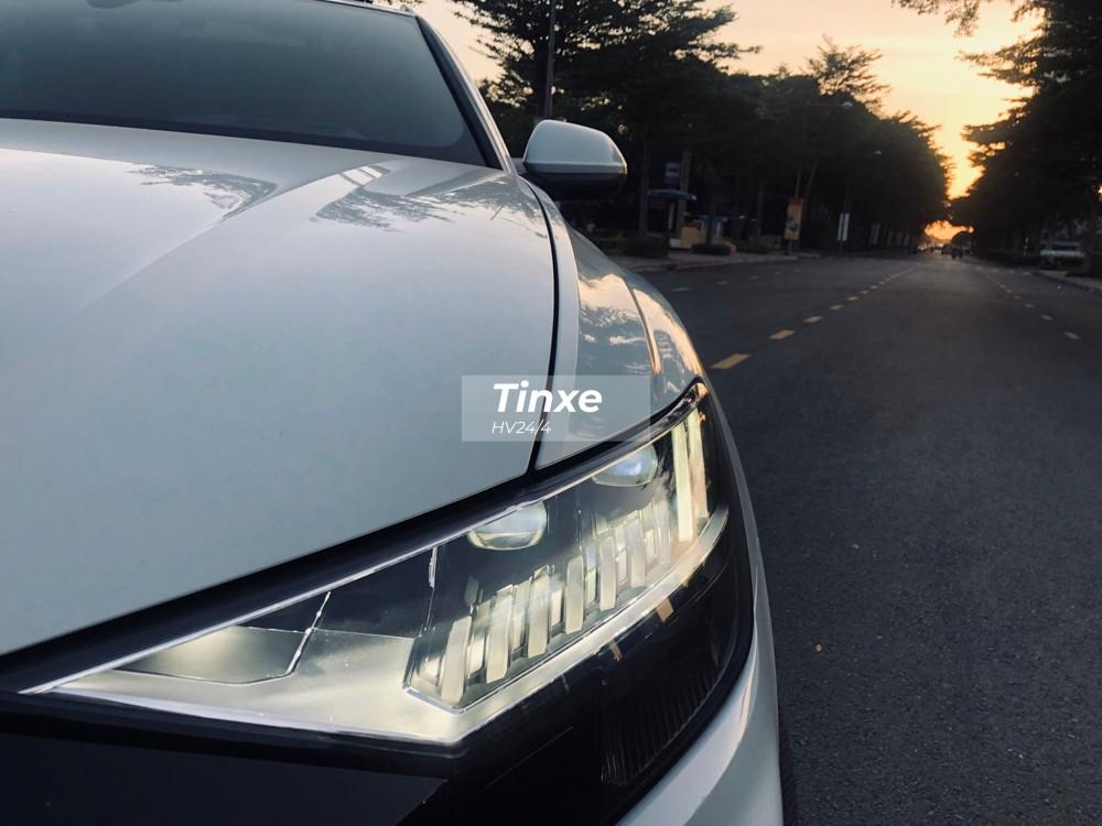 Đèn pha dạng LED có thiết kế đẹp mắt. Audi còn mang đến tuỳ chọn đèn pha HD Matrix LED cho chiếc SUV hạng sang đầu bảng của mình.