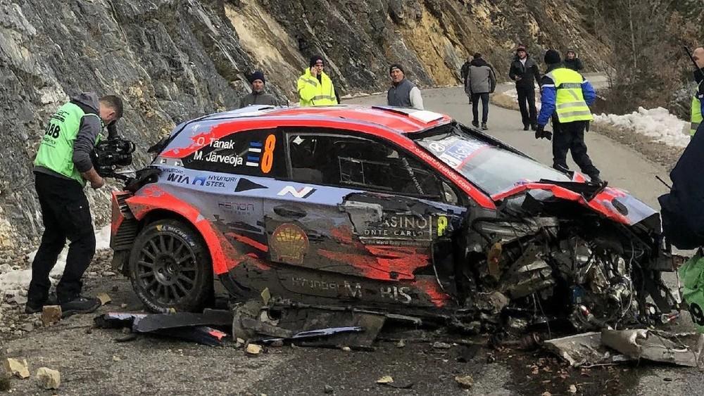 Chiếc xe đua Hyundai i20 Coupe WRC bị hư hỏng nặng sau vụ tai nạn tốc độ cao