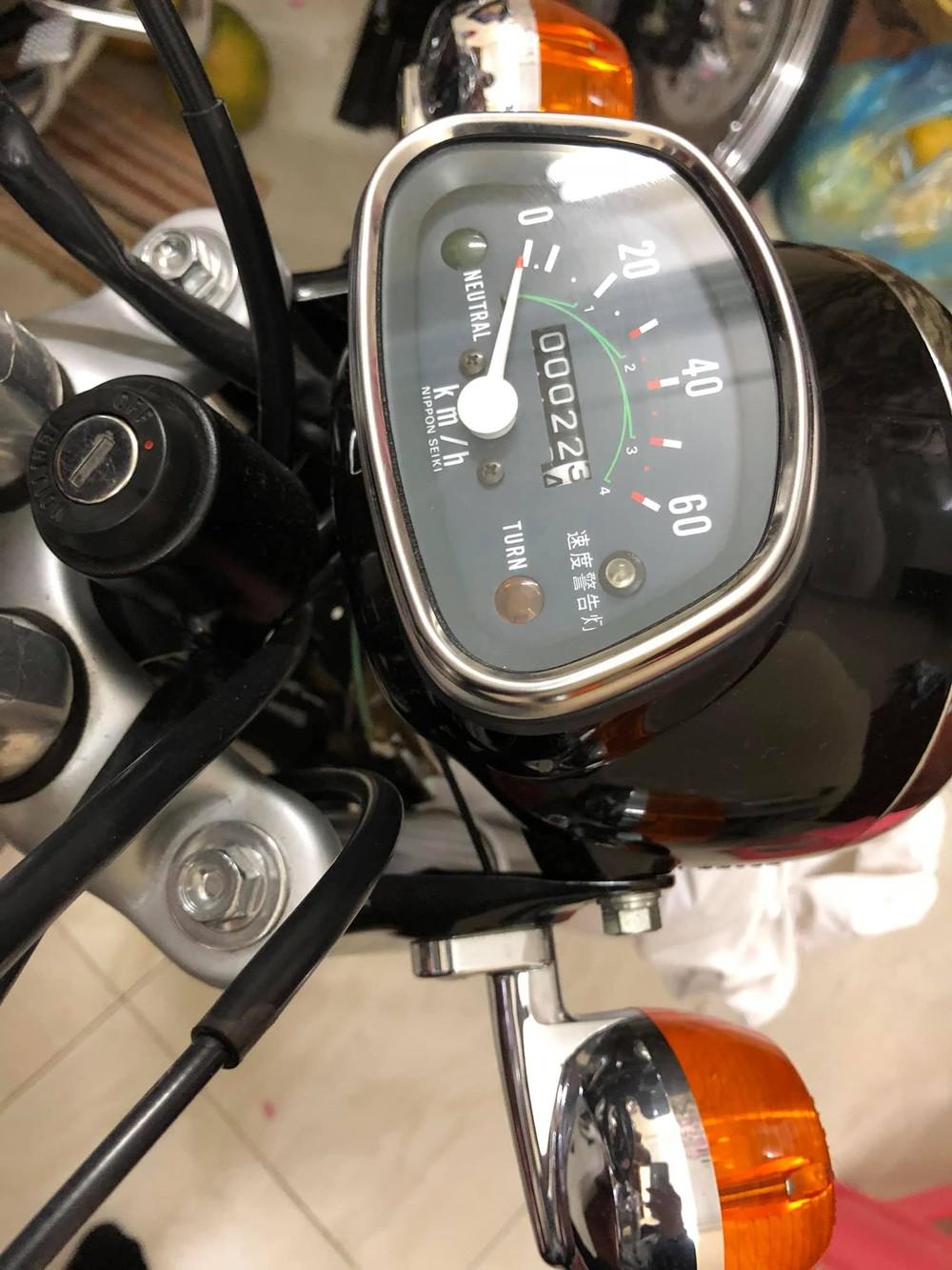 Đồng hồ công tơ mét trên xe dừng ở con số 22,5 km/