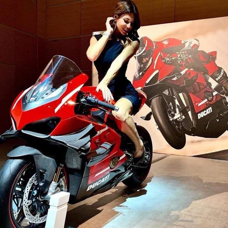 Siêu mô tô Ducati Panigale V4 Superleggera với cánh gió kép