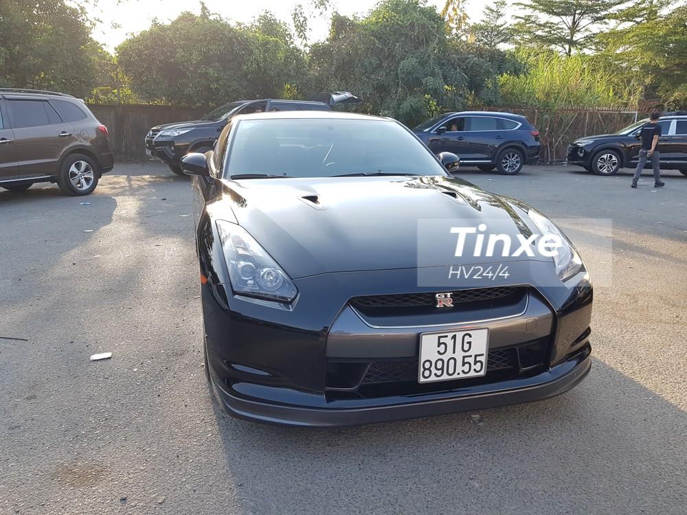 Chủ nhân của siêu xe đường phố Nissan GT-R màu đen độc nhất vô nhị ở Việt Nam hiện còn đang sở hữu nhiều mẫu xe độc như Ferrari F355 Spider hay xe thể thao Ford Mustang Shelby GT500.