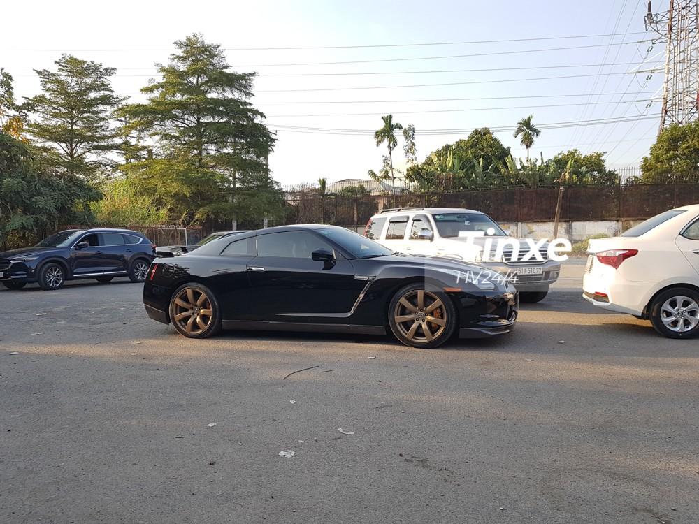 Tại thị trường Việt Nam, siêu xe đường phố Nissan GT-R đã qua sử dụng có giá dao dộng 3,2 đến 4 tỷ đồng.
