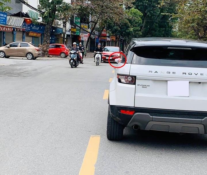 Có thể chiếc Range Rover Evoque này mới là nạn nhân của vấn nạn vặt gương