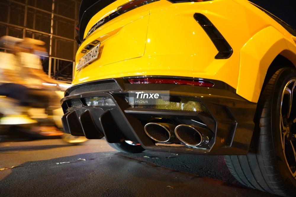 Cuối cùng chính là việc hãng độ Mansory trang bị cho bản độ Lamborghini Urus Venatus một cản va sau hoàn toàn mới đi cùng khuếch tán thể thao. Hai chi tiết này bằng carbon.