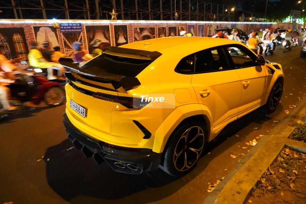 Chiếc siêu SUV Lamborghini Urus độ Mansory đầy đủ nhất tại Việt Nam được hoàn thành vào ngày 29 Tết Nguyên đán. Chiếc xe này được một garage ở Sài thành bí mật độ body kit Lamborghini Urus Venatus