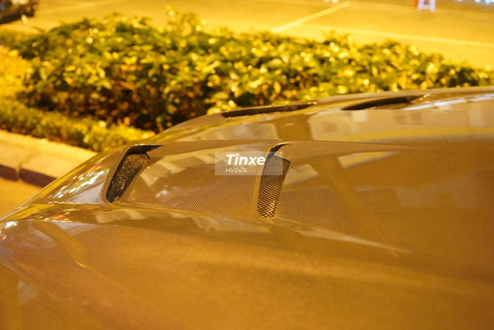 Những thay đổi khác của siêu SUV Lamborghini Urus đầu tiên tại Việt Nam độ Full bài Mansory so với xe nguyên bản còn có nắp capô mới với hai lỗ thông gió