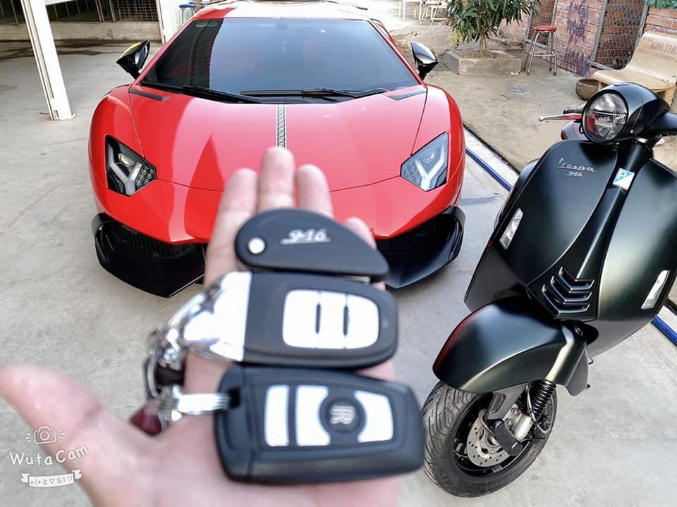 Dàn chìa khoá bao gồm Lamborghini Aventador, Rolls-Royce Wraith và xe tay ga đắt tiền Vespa 946