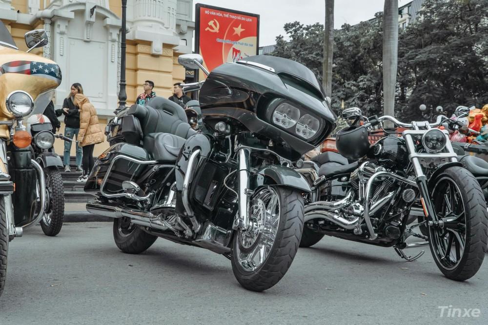 Những chiếc xe Harley-Davidson bạc tỷ cũng có mặt đọ dáng