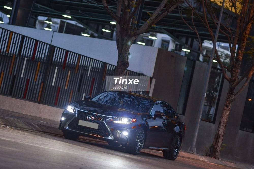 Vẻ đẹp của Lexus ES350 đời cũ đã được nâng cấp lên body kit bản 2019.