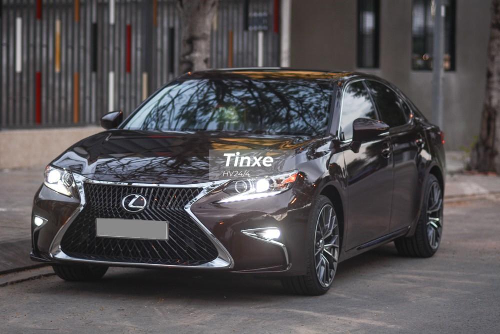 Chính vì thế mà một chủ xe Lexus ES350 đời 2016 đã không ngại ngần bỏ ra số tiền gần 200 triệu đồng để trùng tu lại nhan sắc chiếc xe sang này để chơi Tết Nguyên đán.
