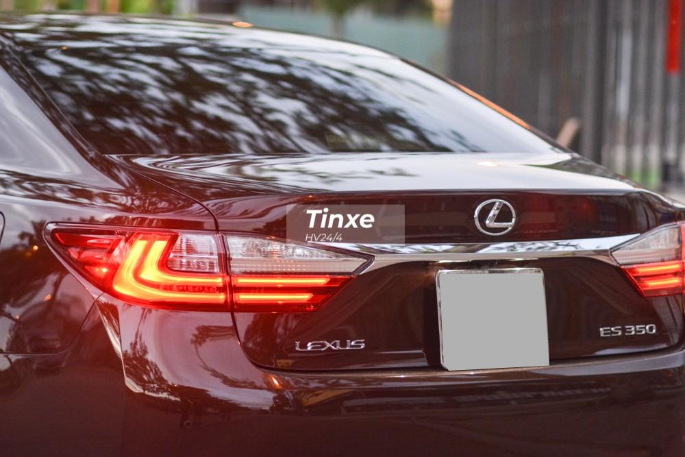 Phần đuôi xe vẫn giữ nguyên đèn hậu của phiên bản cũ.