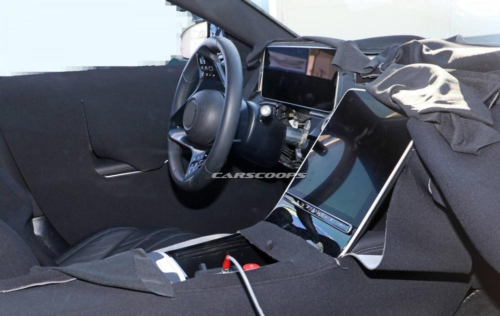 Mercedes-Benz S-Class 2021 được trang bị màn hình nằm dọc cỡ lớn
