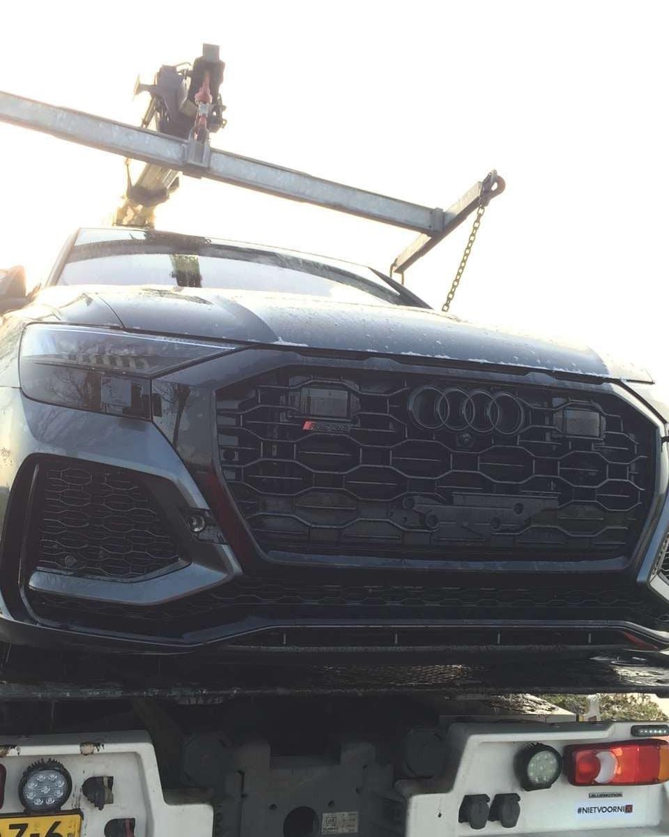 Nếu mua đủ trang bị tùy chọn, khách hàng phải chi khoảng 180.000 Euro (4,6 tỷ đồng) cho một chiếc Audi RS Q8