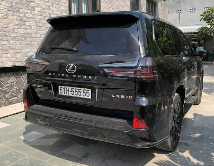 Lexus LX570 hiện có giá bán chính hãng 8.34 tỷ đồng