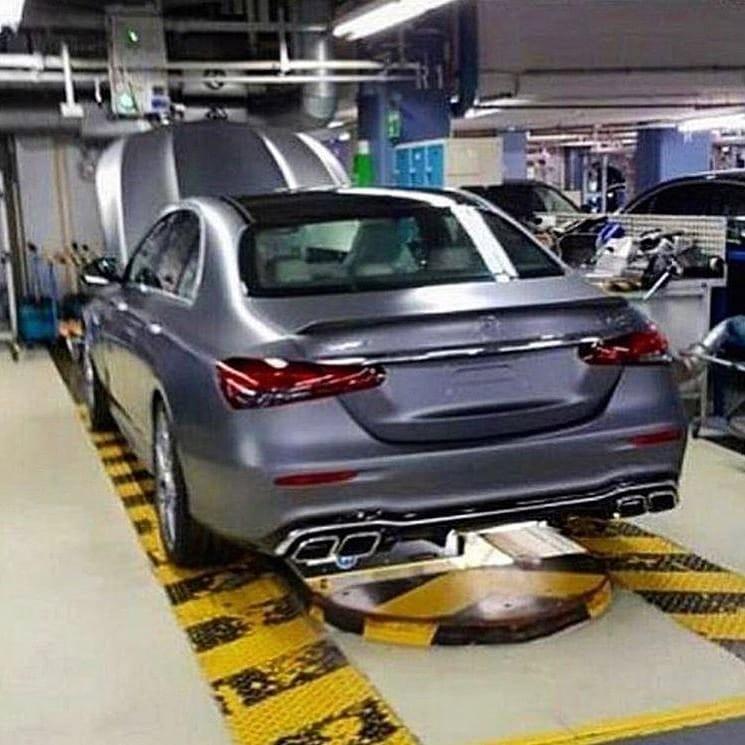 Mercedes-Benz E-Class 2021 bản hiệu suất cao đi kèm 4 đầu ống xả hình chữ nhật