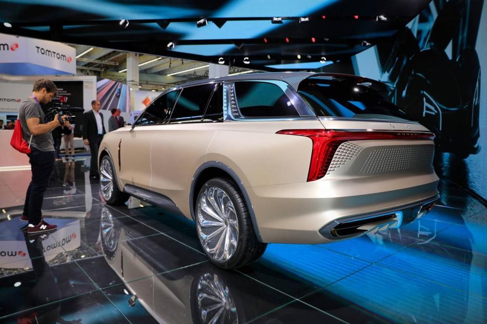 Cụm đèn hậu LED nối liền với nhau của mẫu SUV Trung Quốc