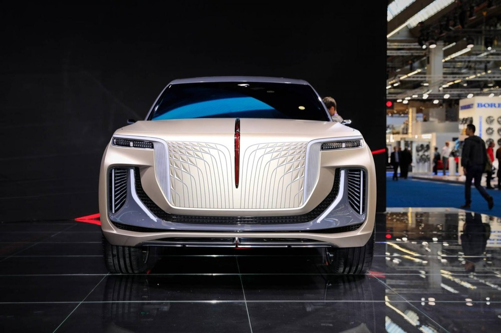 Thiết kế đầu xe ấn tượng của Hồng Kỳ E115 với lưới tản nhiệt giả