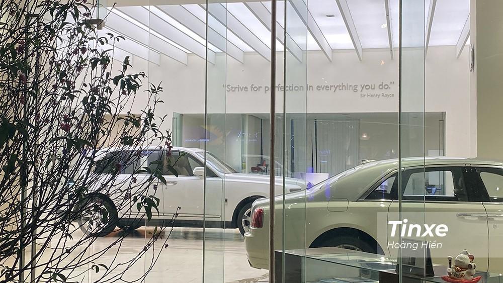 Chiếc SUV siêu sang Rolls-Royce Cullinan được đặt chính giữa showroom chính hãng Rolls-Royce Motor Cars Hanoi để chuẩn bị giới thiệu.