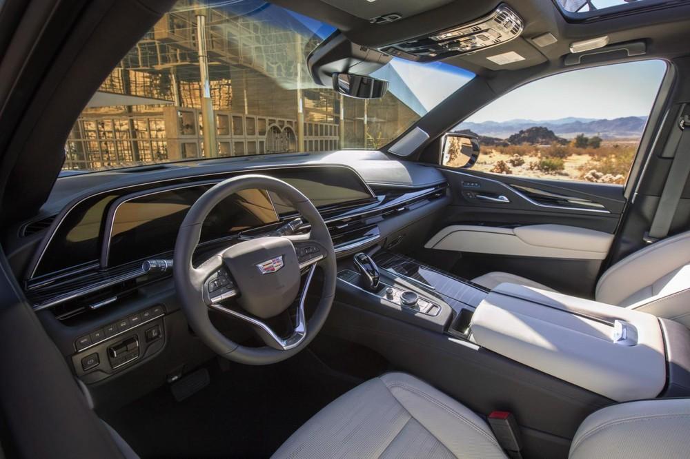 Hệ thống màn hình của Cadillac Escalade 2021 có kích thước hơn 38 inch