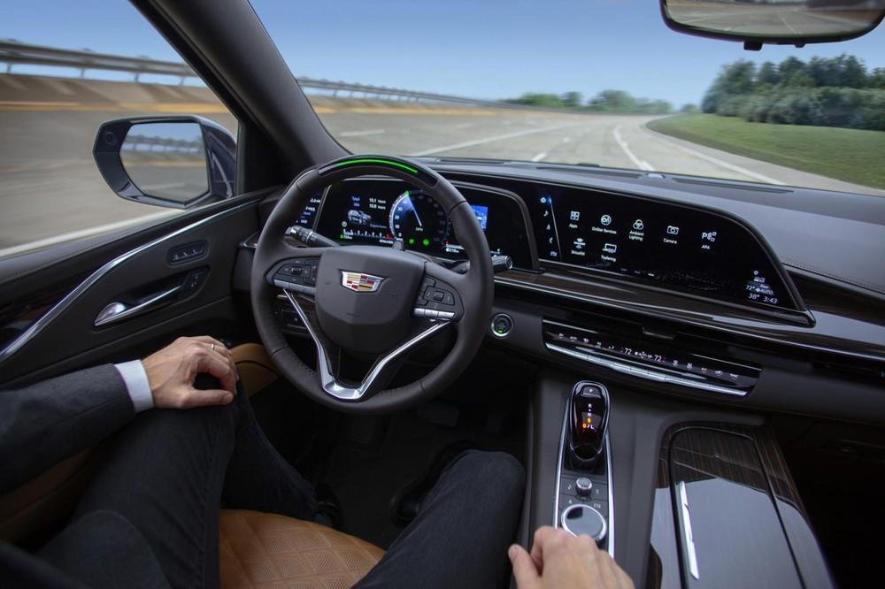 Cadillac Escalade 2021 được trang bị hệ thống lái bán tự động Super Cruise