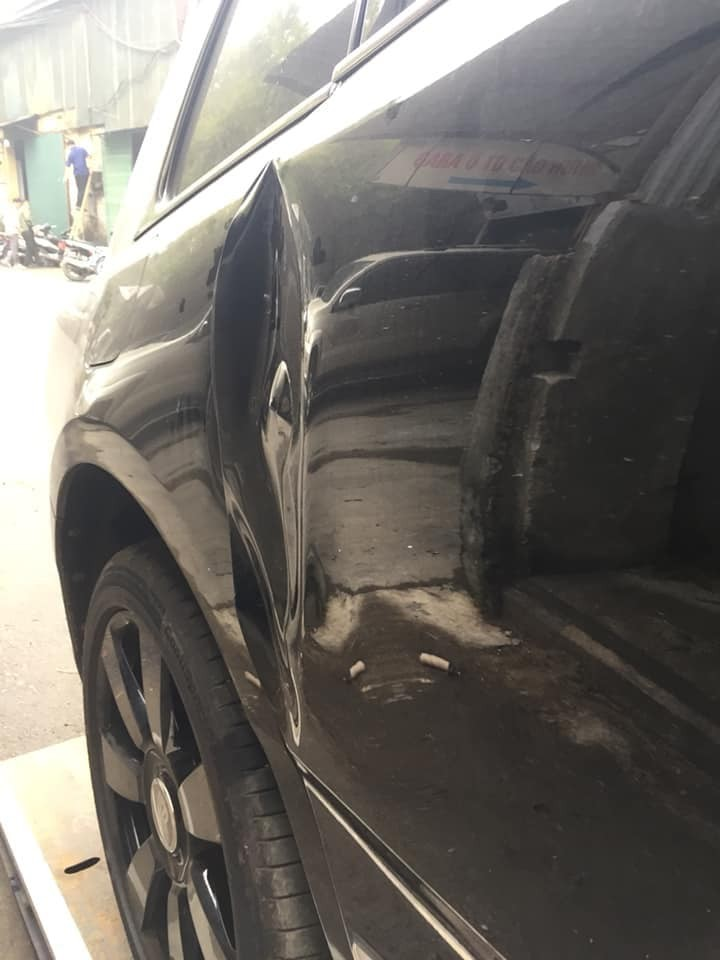 Cận cảnh vết móp cửa của chiếc Rolls-Royce Cullinan gặp nạn tại Việt Nam