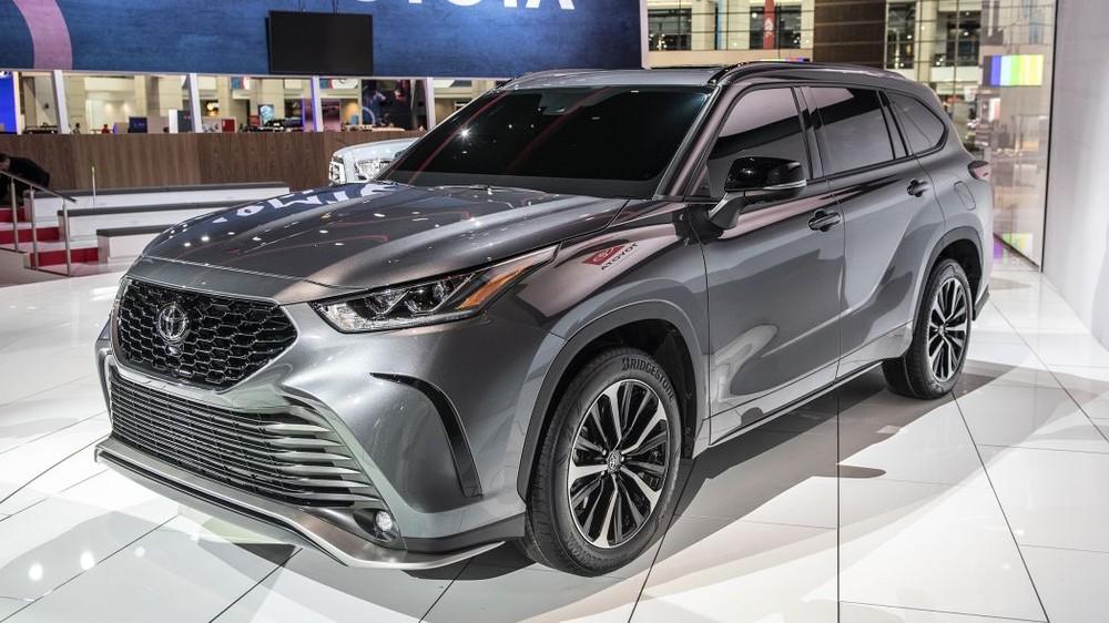 Toyota Highlander XSE 2021 còn được cải tiến cả hệ thống treo