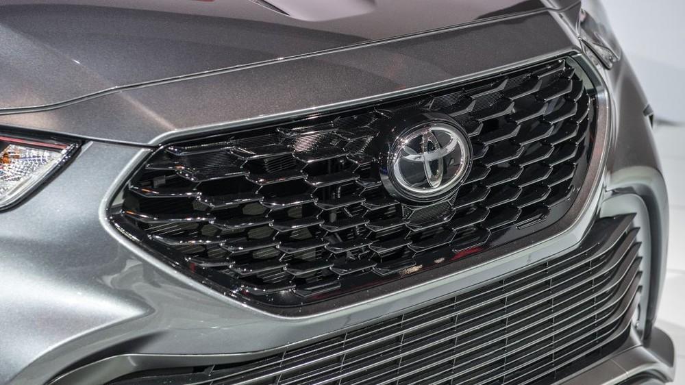 Lưới tản nhiệt mới của Toyota Highlander XSE 2021