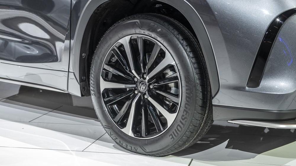 Bộ vành hợp kim 20 inch mới của Toyota Highlander XSE 2021