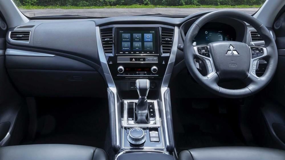 Nội thất bên trong Mitsubishi Pajero Sport 2020 tại Thái Lan