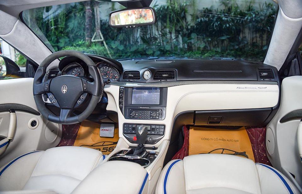 Khoang lái của chiếc Maserati GranTurismo MC Sportline đang rao bán hơn 7 tỷ đồng
