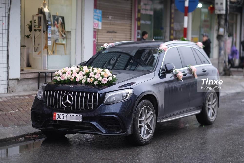 Hộ tống chàng trung vệ tuyển Việt Nam chính là chiếc Mercedes-Benz GLC 300