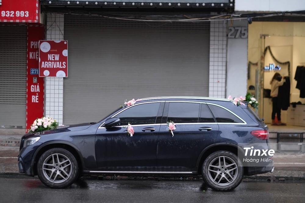 Mercedes-Benz GLC 300 làm xe đưa dâu cho Duy Mạnh