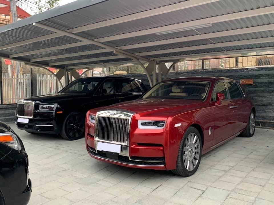 Rolls-Royce Cullinan và Rolls-Royce Phantom thế hệ thứ VIII màu đỏ này sẽ có giá trên 100 tỷ đồng nếu đăng ký biển trắng