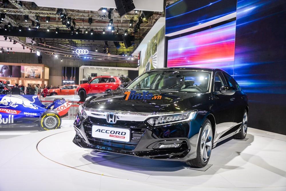 Cả 2 màu của Honda Accord đều có ưu đãi tới 70 triệu đồng tại đại lý trong tháng 2/2020