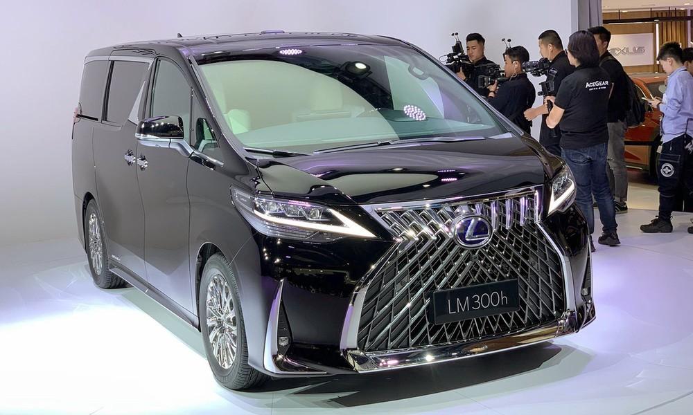 Lexus LM 2020 có giá hấp dẫn bất ngờ tại Philippines