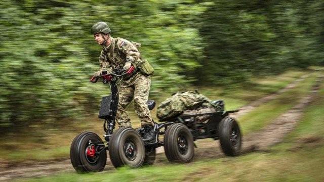 EZRaider còn có thêm xe kéo chuyên dụng để vận tải hàng hoặc người bị thương