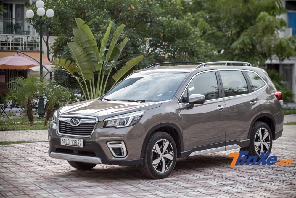 Subaru Forester hiện đang được nhập khẩu nguyên chiếc từ Thái Lan, cạnh tranh với Honda CR-V, Mazda CX-5, Hyundai Tucson và Nissan X-Trail