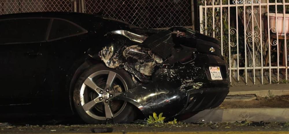 Chiếc Chevrolet Camaro cũng bị hỏng