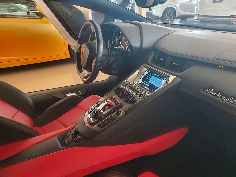 Nội thất siêu xe Lamborghini Aventador rao bán hơn 7,1 tỷ đồng