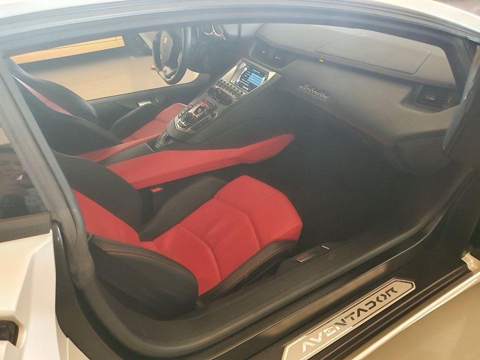 Chiếc Lamborghini Aventador LP700-4 này gần như mới tinh