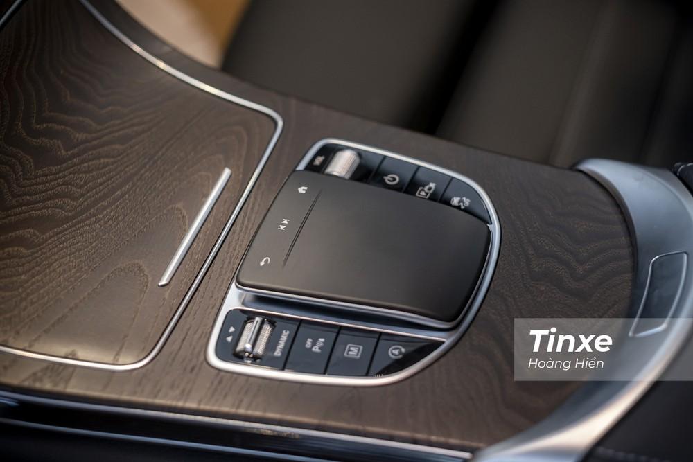 Track-pad mới với thiết kế to bản và thuận tiện hơn khi sử dụng.